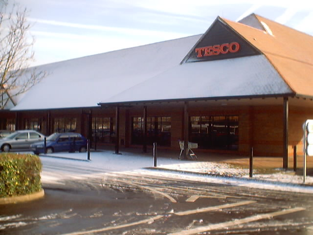 Tesco in Sunbury, Snow, 2003